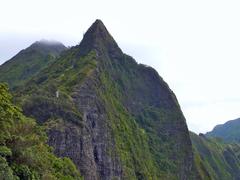 nu'uanu pali, nu'uanu pali state wayside, pali lookout, hawaii landscape, pali, hawaiian-mountains, nuuanu pali state park, koolau mountain range, windward-side-cliff, colorful-green, hawaii, oahu-hawaii, mountain peak, mountain-landscape, volcanic-mounta